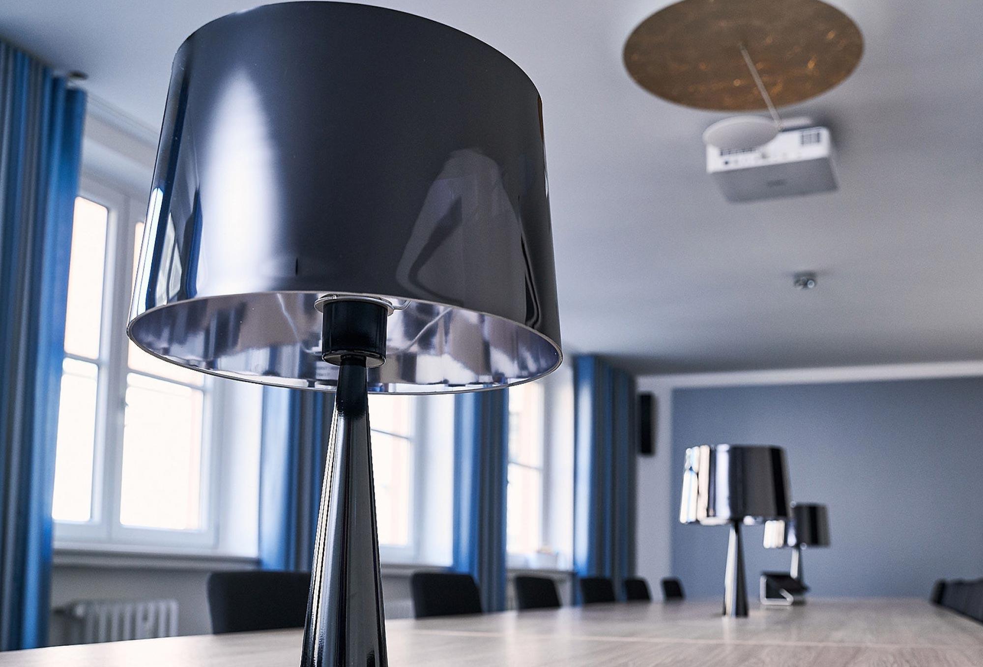 Exklusive Konferenzräume Münchner Zentrum / Designer-Lampe FOX LOUNGES